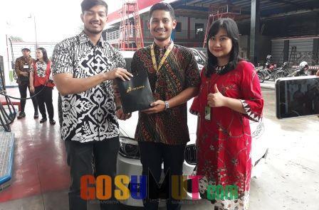 Hari Batik, Pertamina MOR 1 Berikan Merchandise Pada Konsumen