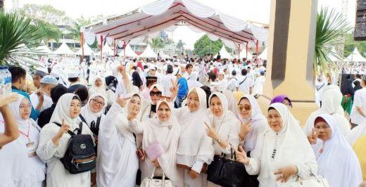 Ribuan Umat Islam dan Emak-emak Militan Meriahkan Isra Miraj di Istana Maimun