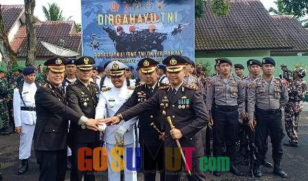 Kapolres Nisel Upacara Dirgahayu TNI di Gunung Sitoli