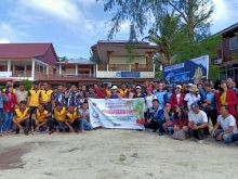 Sambut Sail Nias 2019, DPC PPN Nisel Bersihkan Pantai Sorake