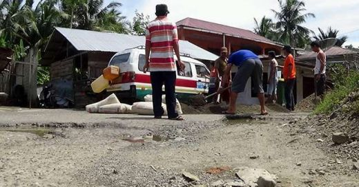 Proyek Jalan Provinsi di Afulu Nisut Amburadul, Dinas PU Tutup Mata