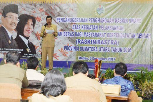 Tengku Erry Serahkan Raskin Award, Penyaluran Lambat Rugikan KPM