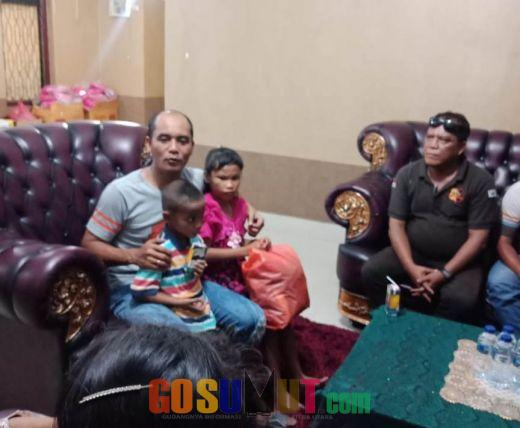 Nyanyikan Cinta Beda Agama, Kapolres Frido Sawer 2 Bocah Viral di Medsos