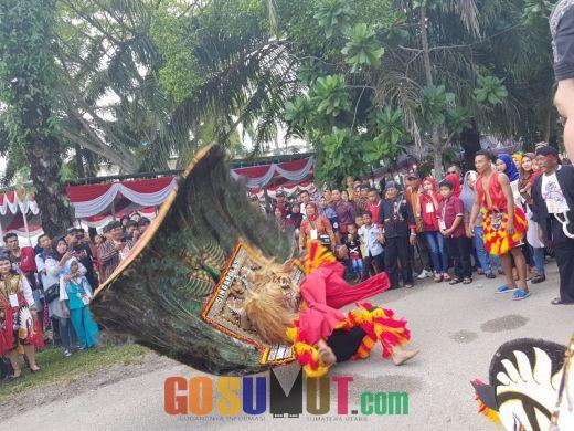 Kesenian Tradisional Reog Ponorogo Singa Palas Meriahkan Penyambutan Presiden Jokowi Di Medan