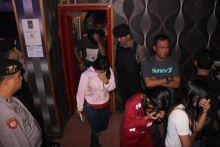Anggota DPRD Paluta Terciduk Dalam Room Karaoke Bersama 3 Wanita