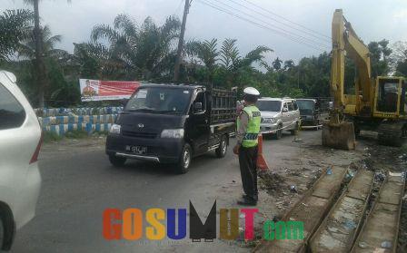 Polsek Pancurbatu Siaga di Kawasan Rawan Kemacetan