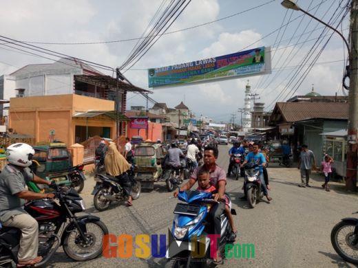 Pusat Pasar Sibuhuan Rawan Kemacetan