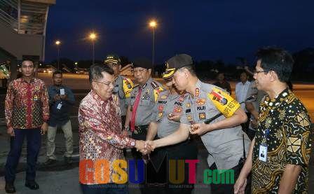 Kapolrestabes Medan Sambut Kedatangan Wapres