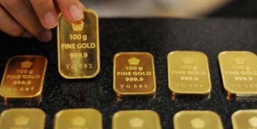 Cara Pintar Investasi di Pegadaian Emas · Cara Pintar Investasi di  Pegadaian Emas · Seorang karyawan bekerja menyusun emas batangan seberat 1  kg usai ... c29a3c1b67
