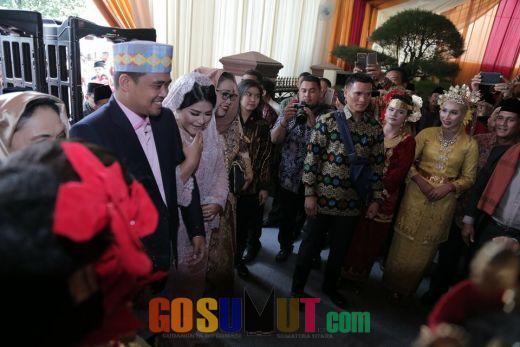 Bobby-Kahiyang Tiba di Lokasi, Upacara Adat Penabalan Marga Bagi Putri Jokowi Digelar