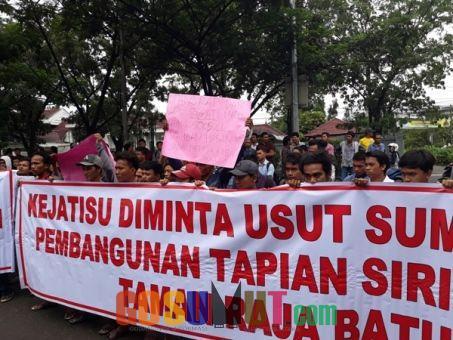 Ratusan Massa Minta Kejatisu Usut Kasus Korupsi Pembangunan di Madina