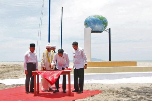 Jokowi dan Gubsu Resmikan Tugu Titik Nol Islam Nusantara di Tapteng
