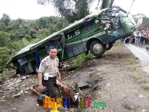 Terkendala Hujan, Evakuasi Bus ALS Akhirnya Tuntas