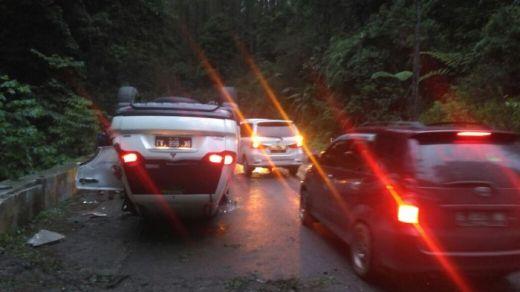 Pajero Sport Terbalik di Jalan Lintas Siantar-Parapat, 1 Korban Tewas