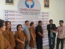 Ombudsman RI Perwakilan Provinsi Sumut Dihadiahi Ayam Jago