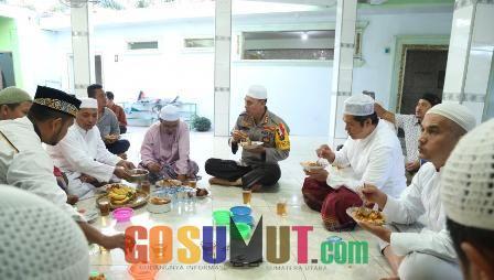 Jemaah Mesjid Siapkan Sarapan untuk Rombongan Kapolrestabes Medan