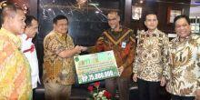 Bupati Labura Terima Bantuan dari PT.Bank Sumut untuk Korban Bencana Hatapang dan Pematang
